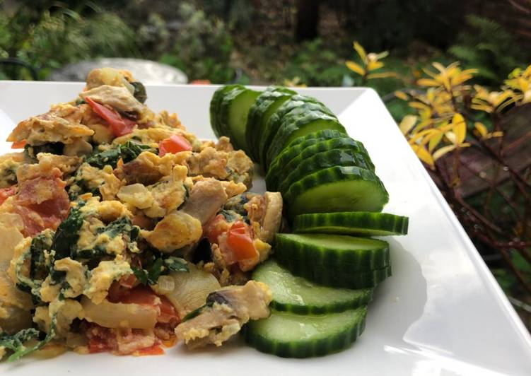 Recipe of Most Popular Scrambled eggs, parsley and tomatoes