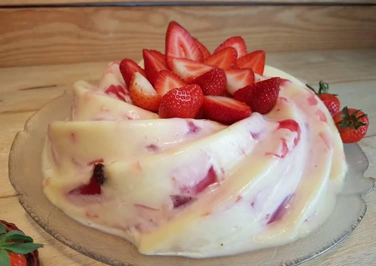 Bundt cake de fresa fresca y crema fría!!!