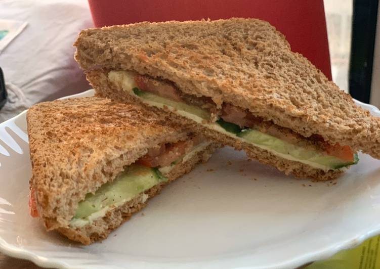 Double Cheese and vegetable sandwich