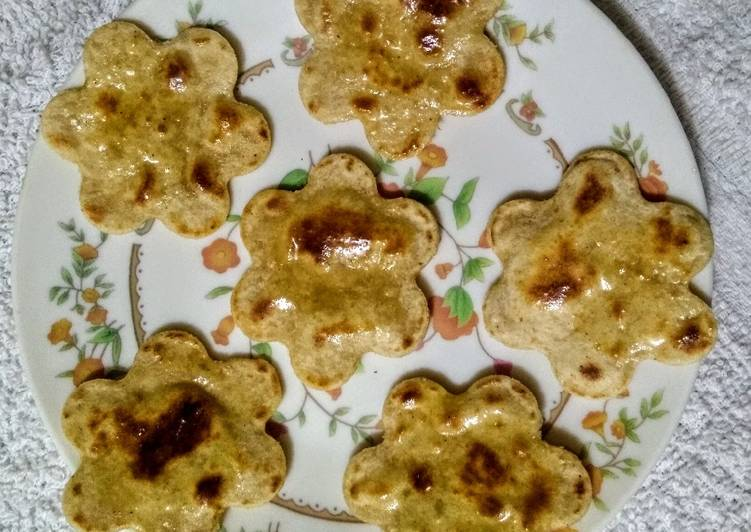 Recipe of Favorite Chatpata flower paratha