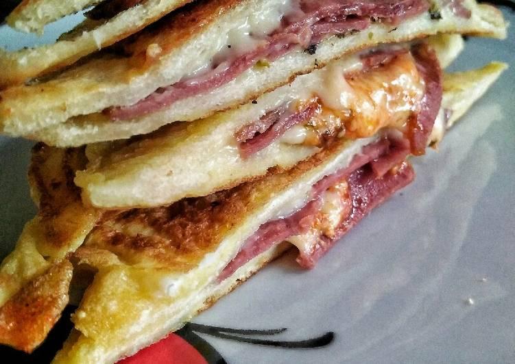 Langkah Mudah Membuat Smooked Beef Sandwich Enak