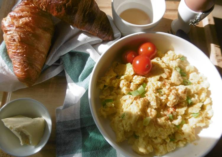 Easiest Way to Prepare Perfect A simple morning breakfast with scrambled eggs & fresh scallions