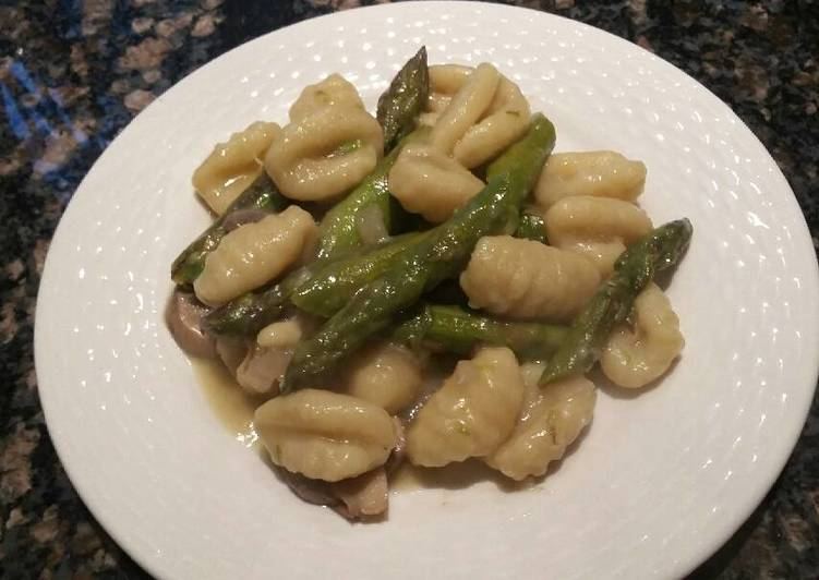 Gnocchi with Asparagus and Mushrooms