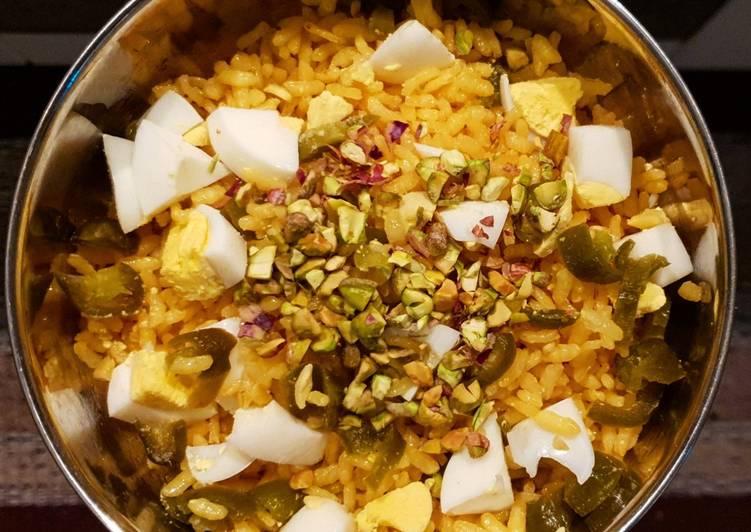 Ricetta Insalata di riso alla curcuma con uovo, jalapeños e pistacchi