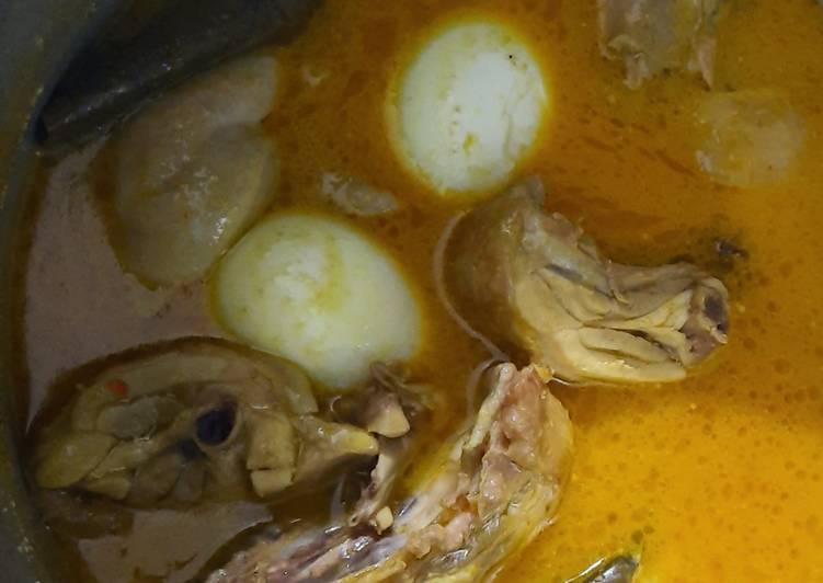 Opor Ayam dan Telur
