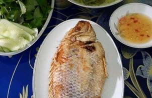 Cá Điêu Hồng Chiên Tươi & Canh Cải Bẹ Xanh Nấu Thịt Bằm