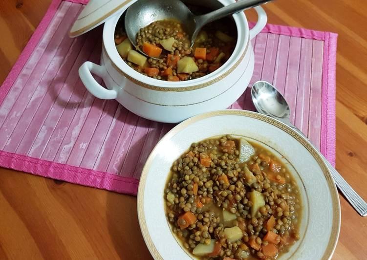 Zuppa di lenticchie, patate e verdure