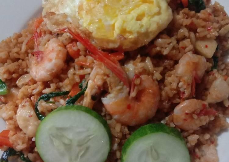 Nasi goreng seafood (udang)
