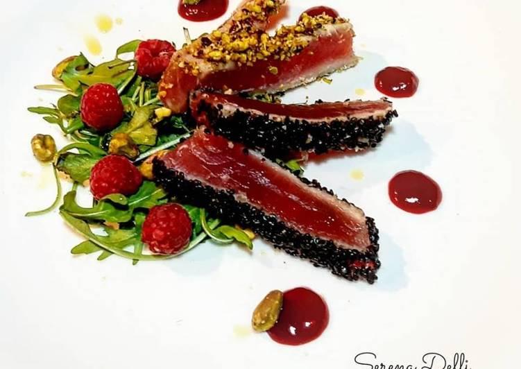 Ricetta Tagliata di tonno in crosta con riduzione di lamponi