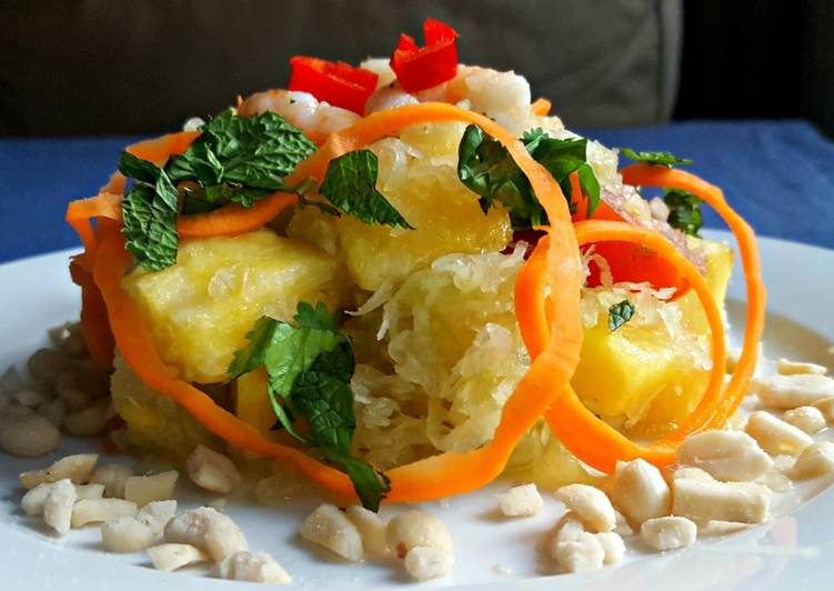 Green papaya and pineapple salad with shrimp