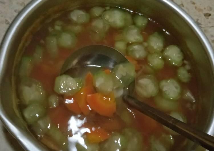 Sayur bening gambas (oyong) dan wortel