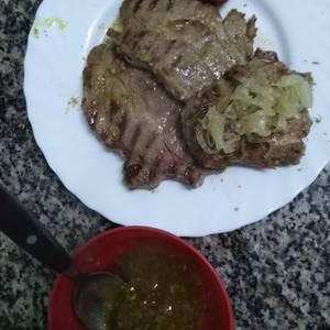 Bondiola de cerdo a la plancha con salsa de miel y mostaza