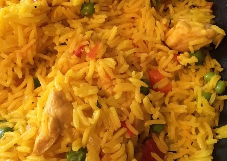 Riz safrané au poulet et légumes