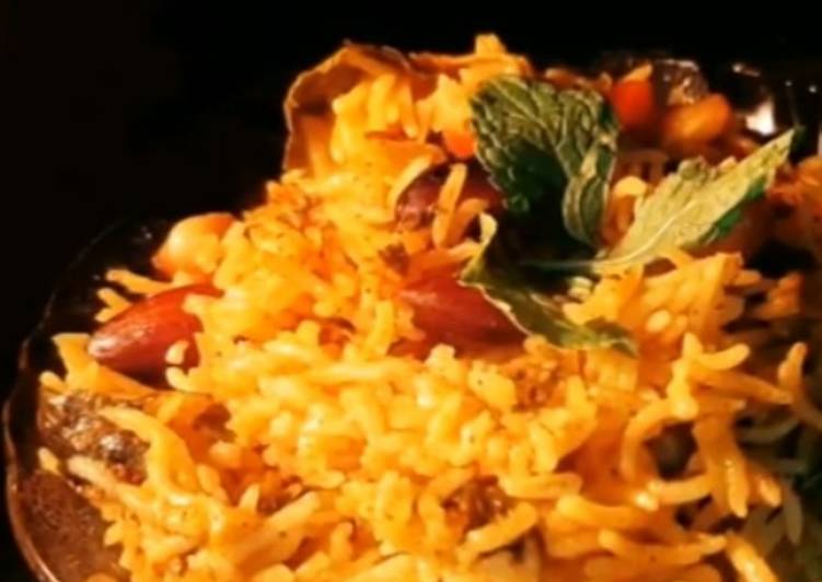 30 Minute Recipe of Favorite Veg Biriyani in Pressure cooker
