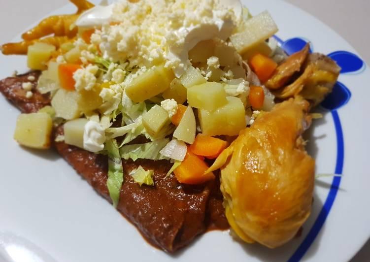 Enchiladas de Mole (Enmoladas)