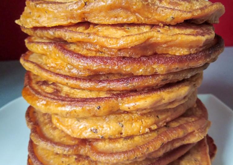 Pancakes salés à la tomate et chèvre frais