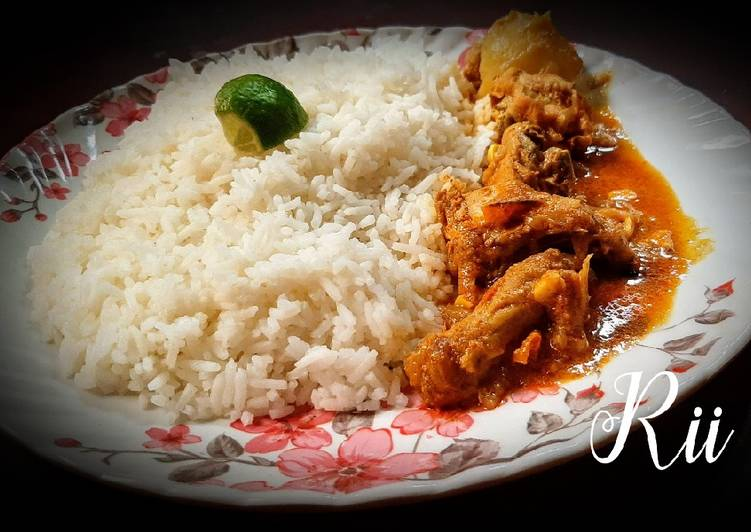 Steamed rice and chicken curry