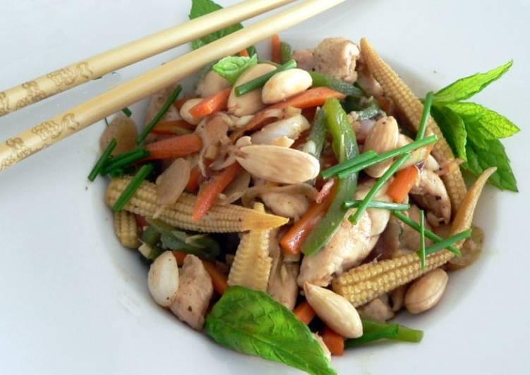 La Recette Pas à Pas Poulet aux amandes et légumes asiatiques