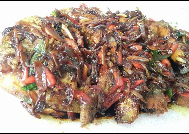 Recipe: Tasty Black pomfret in spicy soy sauce #newcookschallenge