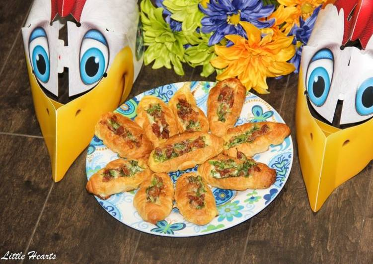 Omelette Breakfast Mini Croissant Boats