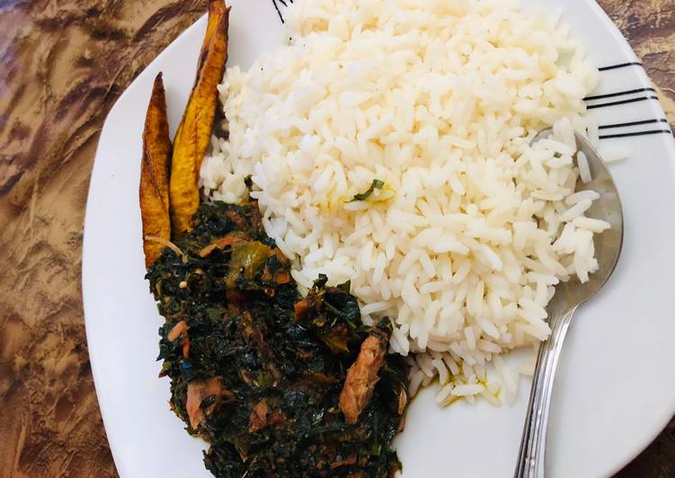 Steps to Prepare Super Quick Homemade White rice,vegetable source and smoked fish