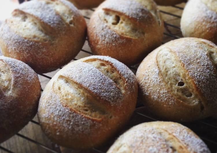 Bakery-style Holiday Dinner Rolls (Weizenmisch Brötchen)