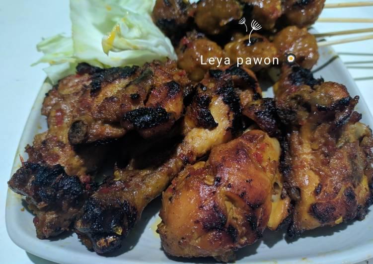 Ayam dan bakso bakar bumbu taliwang