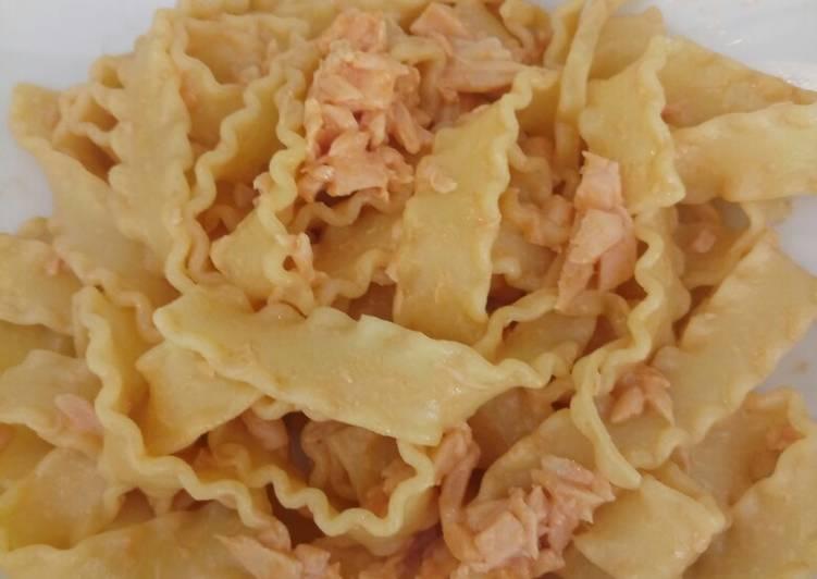 How to Make Homemade Pasta with smoked salmon and cream