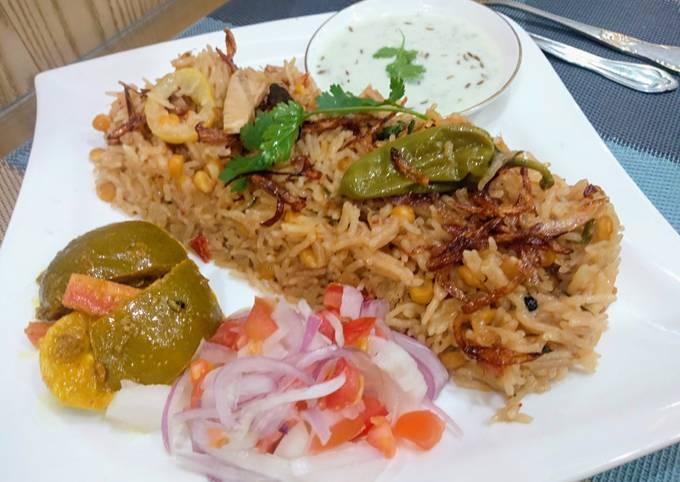 Step-by-Step Guide to Prepare Homemade Chana Daal aur Boneless Chicken Pulao