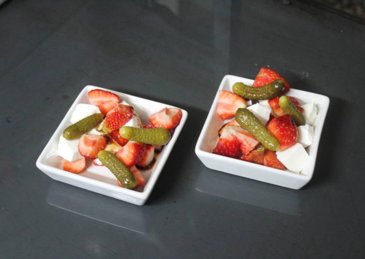 Ensalada individual de queso y fresas