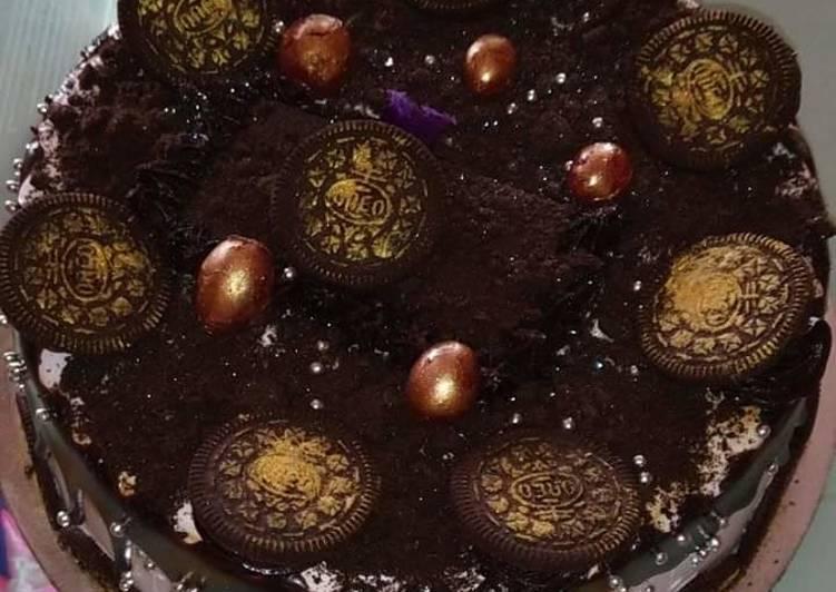 Steps to Prepare Homemade Oreo Dark Chocolate Cake