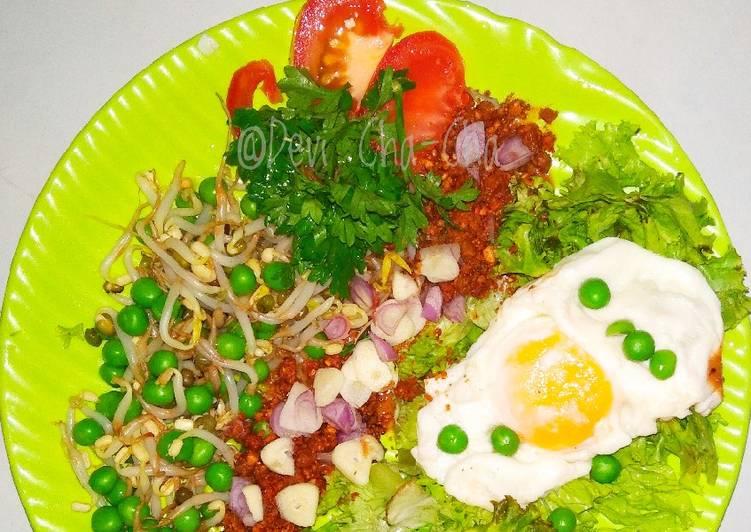 10).Salad Kacang Polong Saus Kacang (ala anak kos)