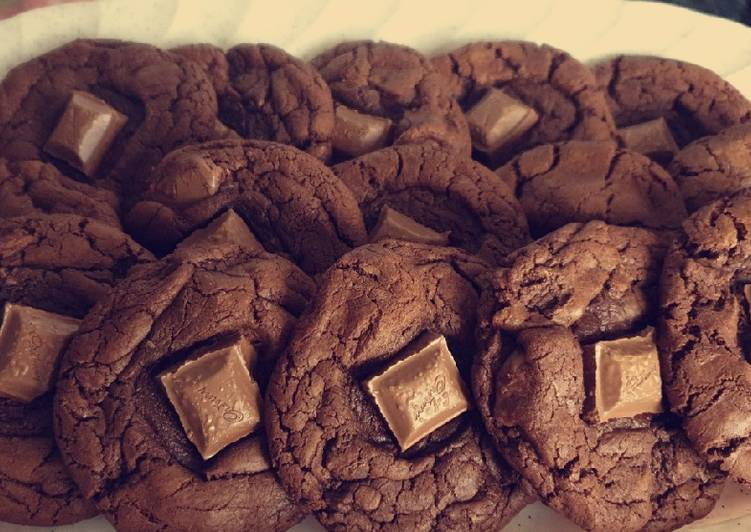 Easiest Way to Prepare Delicious Chunky Chocolate Cookies