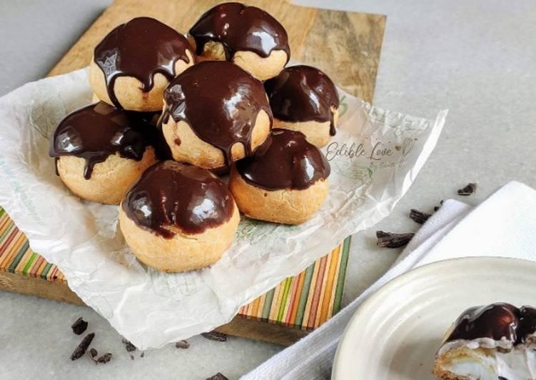Chocolate and vanilla puffs
