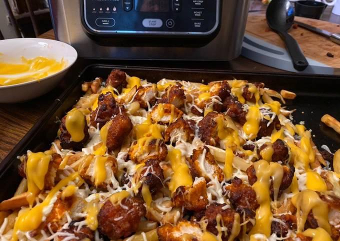Buffalo chicken and fries (pizza box 1)