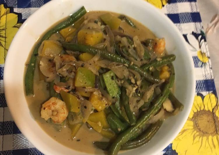 Easiest Way to Make Appetizing Shrimps in Coconut Milk and Vegetables or Ginataang Hipon na Gulay