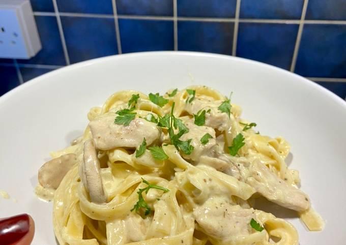 One-pot creamy chicken mushroom pasta