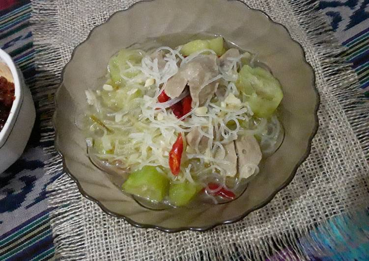 Sup Baso dengan Oyong