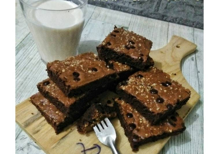 Shiny crust brownies panggang - cookandrecipe.com