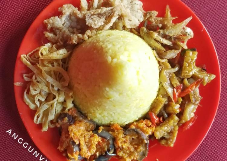 Tumini Naskun (Tumpeng Mini Nasi Kuning)