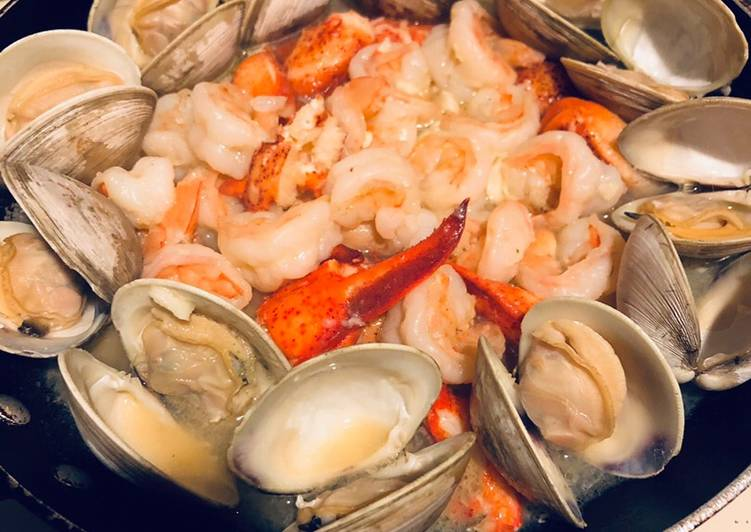 Simple Way to Prepare Super Quick Homemade Seafood In Garlic Sauce