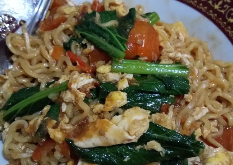 Resep Indomie goreng cemek pedas Terbaik