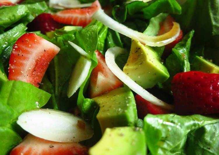 Recipe: Appetizing Strawberry Spinach Salad with Soy Worcestershire Dressing