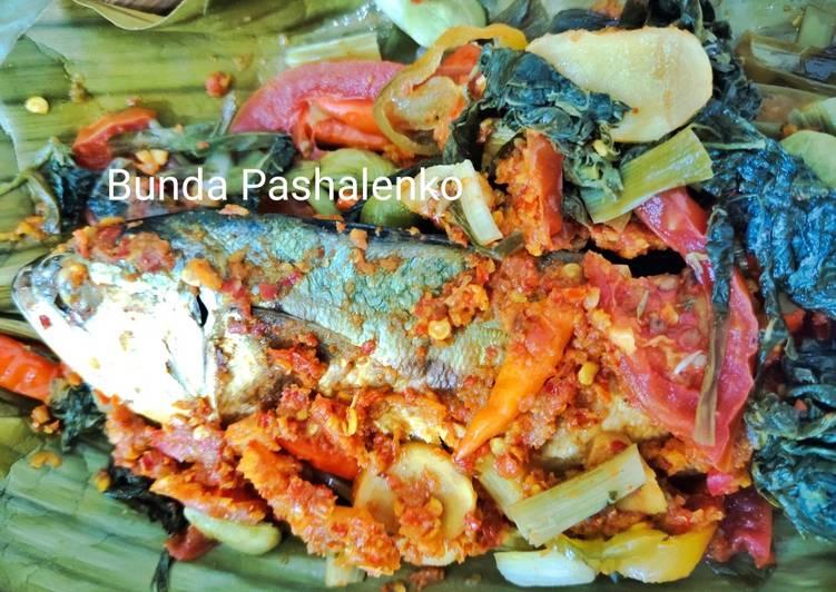 Pepes Ikan Asin Peda Daun Singkong