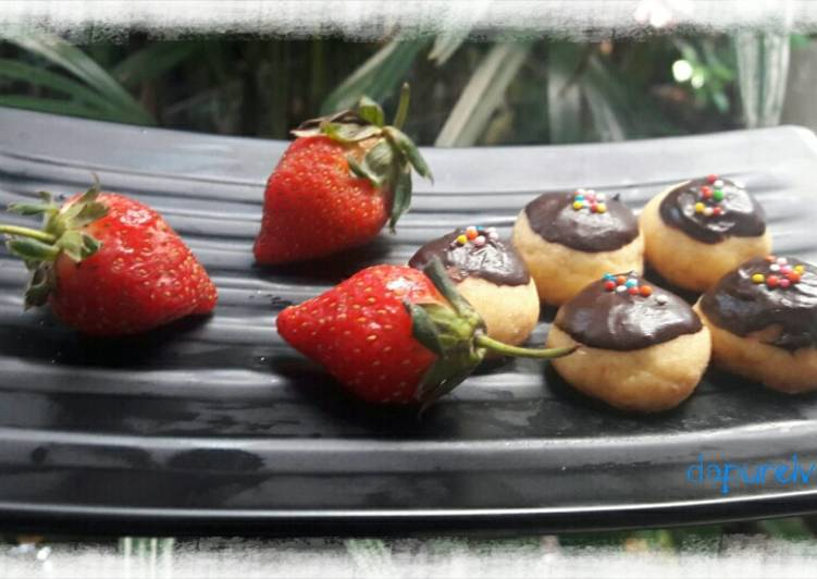 Langkah Mudah untuk Menyiapkan Day28 – Strawberry Chocolate Cookies, Enak