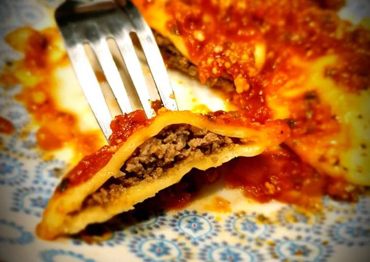 Recette Délicieuse Ravioli maison farcis au bœuf, sauce tomate au basilic