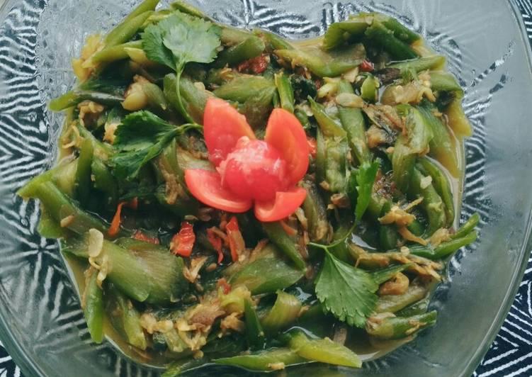 Lompong rese urang pedas manis