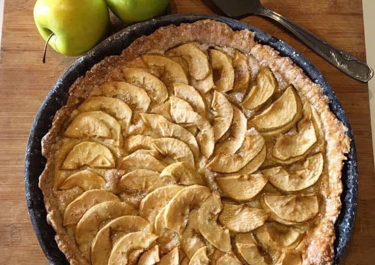 Tarte aux pommes rustique à la crème d'amandes