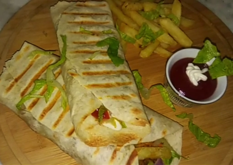 Turkish Chicken Shawarma With Fries