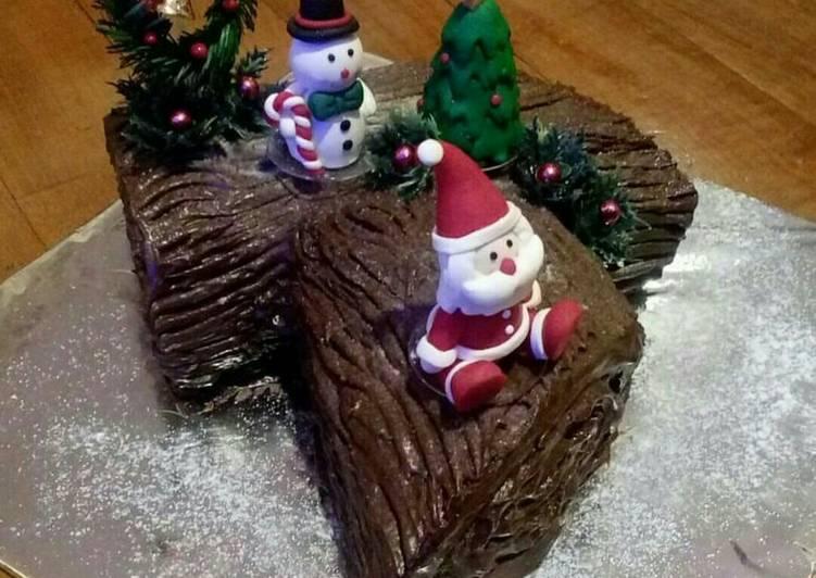 Yule Log/Buche de Noel/tree stump cake/christmas rollcake